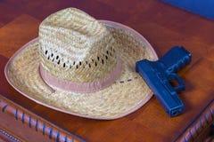 Hut und Pistole Lizenzfreie Stockfotografie