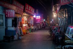 Hutong在晚上 库存图片