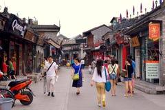 Hutong célèbre d'affaires de Pékin près de parc de houhai Photos libres de droits