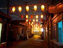 Hutong cinese (via) alla notte Fotografie Stock Libere da Diritti