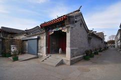Hutong och allery \ gata i Beijing Arkivbild