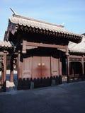Hutong och allerygata i Beijing Arkivfoton