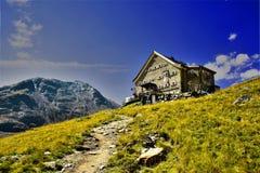 Hutte alpine Photographie stock libre de droits