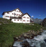 Hutte alpine de montagne dans les alpes autrichiennes Image libre de droits