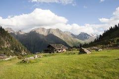 Hutte alpine de montagne dans les alpes autrichiennes Images stock