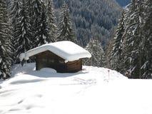 Hutte dans des Alpes de dolomites Image stock