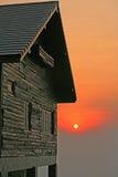 Hutte dans la jungle tropicale au coucher du soleil, l'AMI de Chaing Photographie stock libre de droits