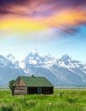 Hutte dans un paysage de montagne Photographie stock