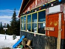Hutte de Barcaciu dans le Mt carpathien Photo stock