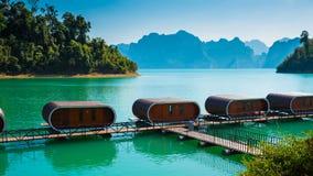 Hutte de capsule dans le lac Images libres de droits