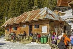 Hutte de Curmatura, Piatra Craiului, Roumanie Photographie stock libre de droits