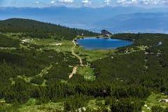 Hutte de lac Bezbog et de Bezbog, montagne de Pirin Image libre de droits