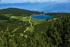 Hutte de lac Bezbog et de Bezbog, montagne de Pirin Photos stock