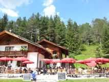 Hutte de montagne en Val D'Anna, Dolomiti Image stock