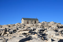 Hutte de sommet de Mount Whitney Photos stock