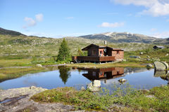 Hutte de touristes en montagnes, Norvège Image libre de droits