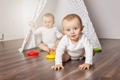 Hutte du ` s d'enfants dans la chambre Intérieur de la salle du ` s d'enfants photos stock