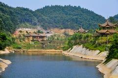Hutte en bambou près de l'eau Photos libres de droits