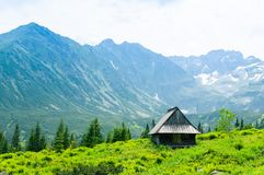 Hutte en montagnes Parc national en Pologne Photo stock