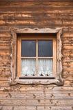 Hutte et fenêtre avec le rideau 12 photos stock