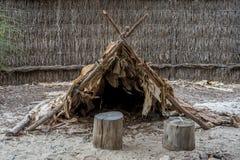 Hutte indigène australienne dans le lieu de rencontre de Wangi Mia, parc national de Yanchep Image stock