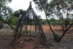 Hutte indigène en Australie centrale à l'intérieur photos stock
