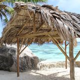 Hutte, plage, paysage tropical Photographie stock libre de droits