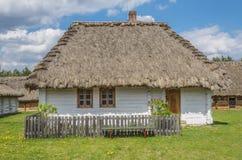 Hutte Pologne en parc d'héritage Photos stock