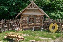 Hutte russe en bois décorative de rondin Images libres de droits