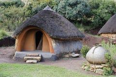 Hutte traditionnelle de Basotho photographie stock