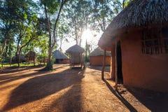 Hutte traditionnelle et tribale des personnes kenyanes photographie stock libre de droits