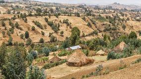De hutten van het dorp op de heuvels Stock Foto's