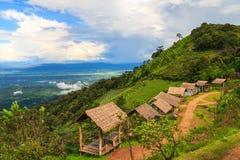 Hutten op heuvel met mooi landschap Royalty-vrije Stock Afbeeldingen