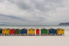 Huttes brillamment colorées 1 de plage Photo libre de droits