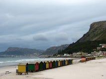 Huttes colorées de plage Images stock