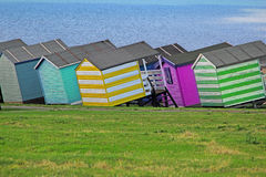 Huttes colorées de plage Image stock
