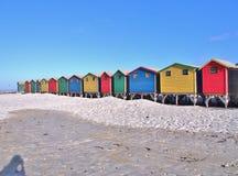 Huttes colorées de plage chez Muizenberg, Afrique du Sud Photo libre de droits