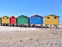 Huttes colorées de plage chez Muizenberg, Afrique du Sud Images libres de droits