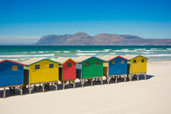 Huttes colorées de plage chez Muizenberg, Cape Town Image libre de droits