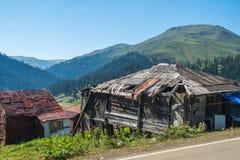 Huttes dans le village de Bakhmaro, un de la recherche de montagne la plus belle Images libres de droits