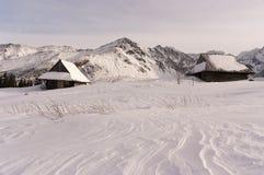 Huttes de montagne pendant l'hiver Photos stock