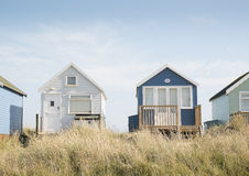 Huttes de plage sur le banc de sable de Mudeford Photos stock