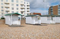 Huttes en bois de plage, Bexhill Photo stock