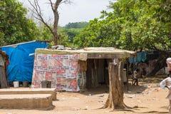 Huttes expédient des personnes déplacées 2 image libre de droits