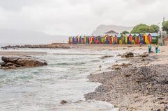 Huttes multicolores de plage à la plage de St James Photos stock