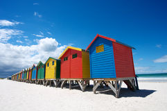 Huttes peintes lumineuses de plage Photos stock