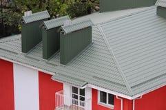 Huv på taket av metallarken Taklägga material Royaltyfri Fotografi