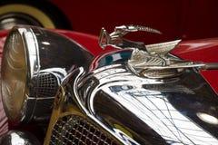 Huvprydnad av Chrysler den imperialistiska serien CG-Åtta Arkivfoto
