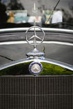 Huvprydnad av den lyxiga bilen Mercedes-Benz Typ 290 (W18) Royaltyfri Fotografi