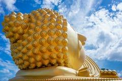 Huvud av att sova den buddha statyn Royaltyfri Fotografi